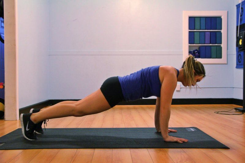 woman doing elevated planks